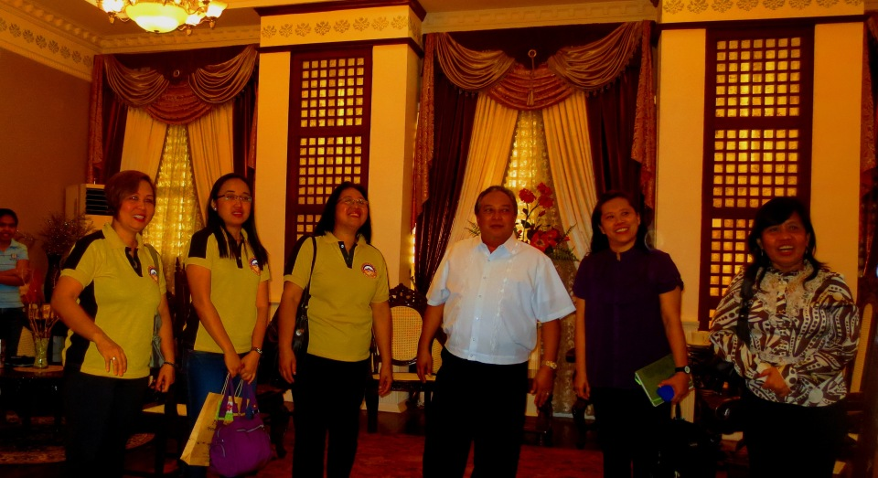 Aklan Internal Audit Visits Bohol (L-R: Brenda Magalit, Mae Cawaling, Elyen Agcaoili of Aklan Provincial Internal Audit Office, Gov. Edgar Chatto, Cecil Isubal of PRMF Aklan, and May Limbaga of Bohol Provincial Internal Audit Office)